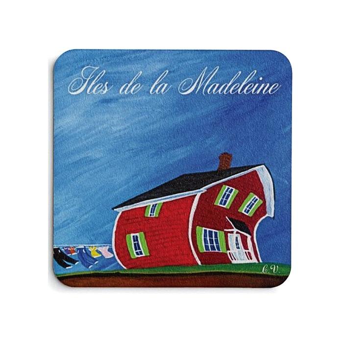 Maison légèrement courbée pour représenter le vent des Îles-de-la-Madeleine.